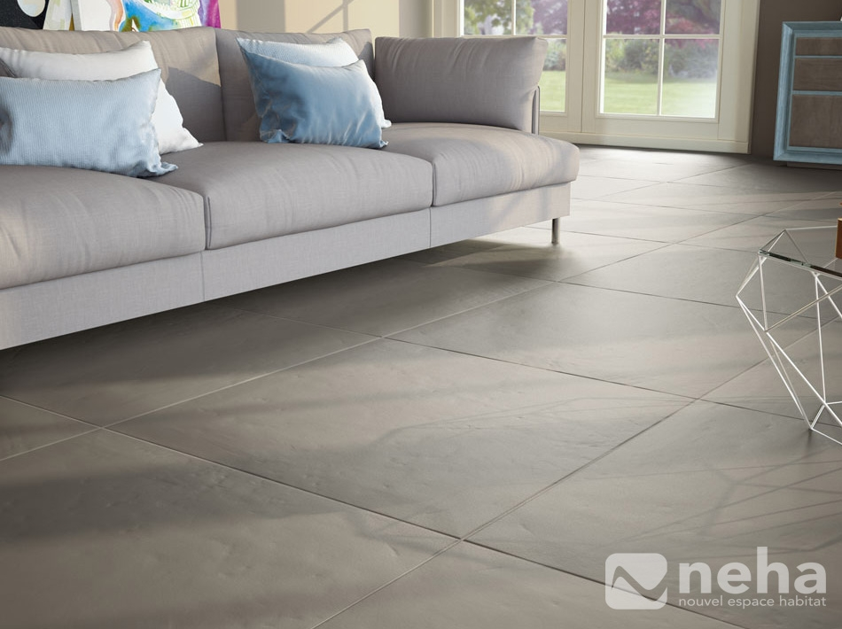 Carrelage gris brillant for Carrelage salle de bain gris clair