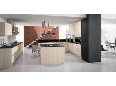 Cuisine façades en bois chêne clair et plan de travail noir electro
