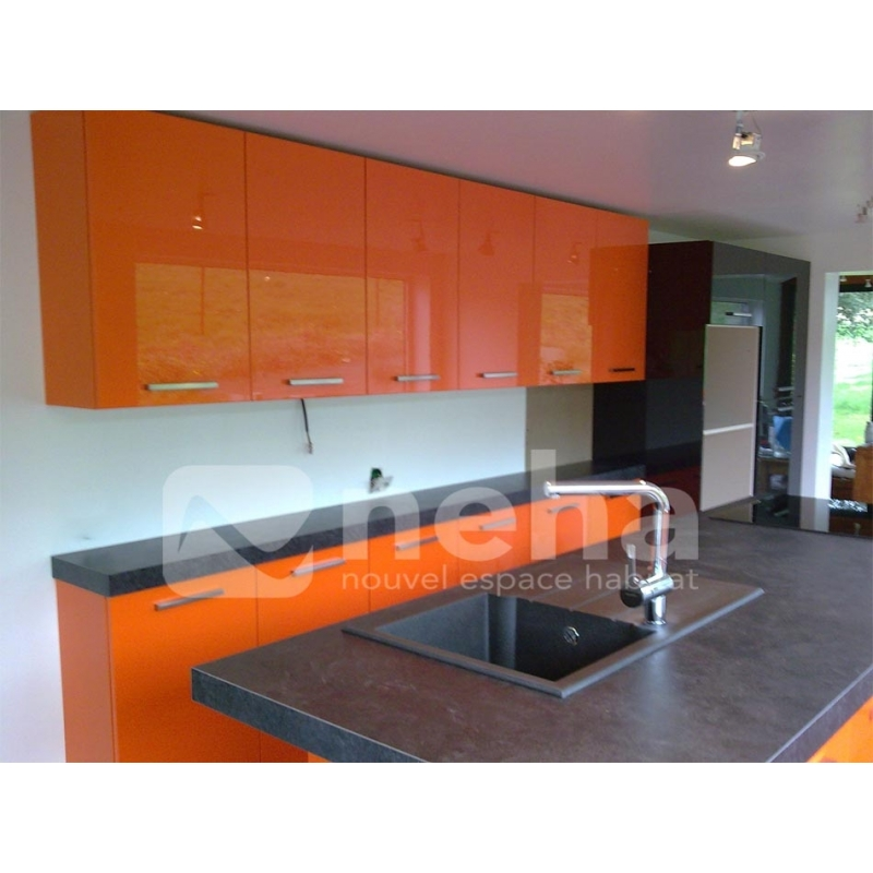 Cuisine aménagée laqué de couleur orange. Neha cuisine Franqueville 76