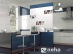 Faience mural bleu et blanc avec décor tasse