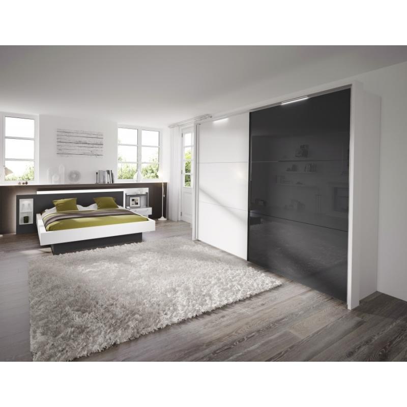 Chambre blanche et grise sur mesure avec lit et armoire dressing
