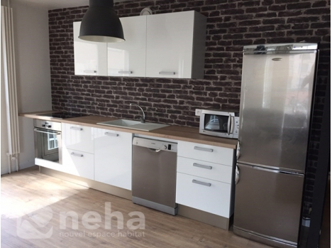 R alisation d 39 une cuisine blanche laqu et plan de travail chene clair - Cuisine blanche laquee ...