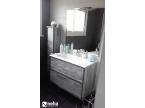 Meuble de salle de bain coloris gris béton