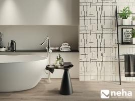 Faience salle de bain blanche avec motif chromé