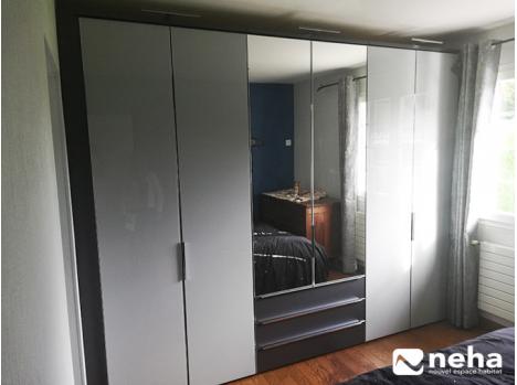 Dressing linéaire gris 3m avec miroirs et tiroirs
