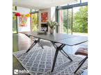 Table en céramique gris foncé