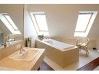 Plafond tendu sous comble salle de bain
